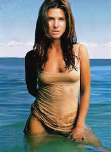 Sandra Bullock is thought to weigh between 130 and 135 pounds (59kg to