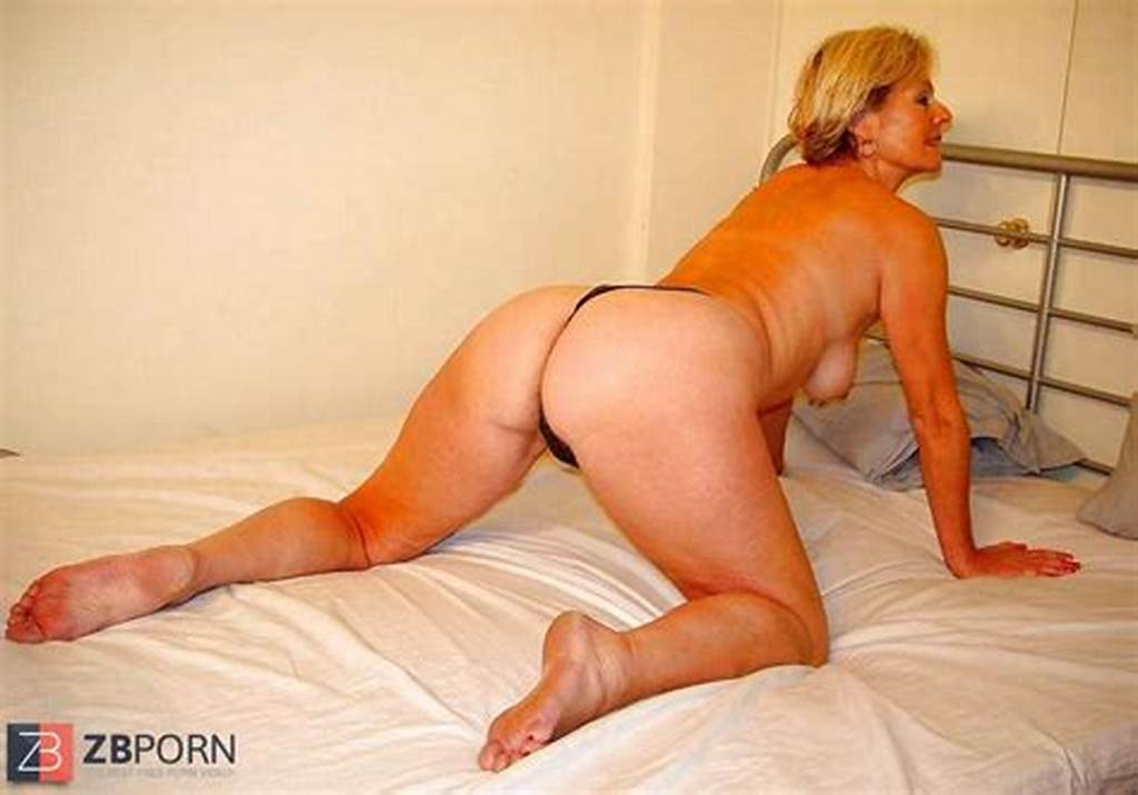 #Hot #Naked #Blonde #Mature #Justine #Posing