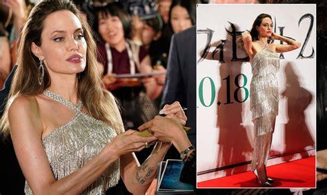 Dienas kleita: Andželīna Džolija mirdz kleitā no ...