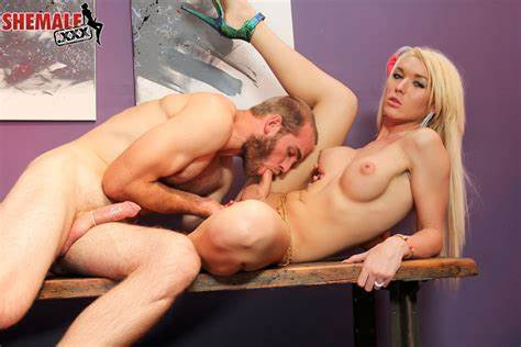 Tranny Aubrey Kate Fantastic Blondes shemale