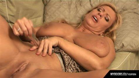 Curvy Masturbating Porn Movs Fingered Mommiesmommie