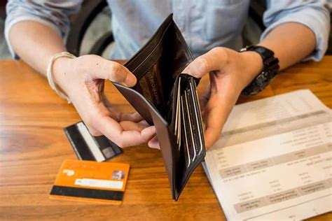 Average credit card debt varies by state, with alaskans and those on either coast generally carrying more debt than those living in the midwest. 4 Better Ways To Use A Credit Card - EmpireOne Credit | Credit & Debt Counselling Service