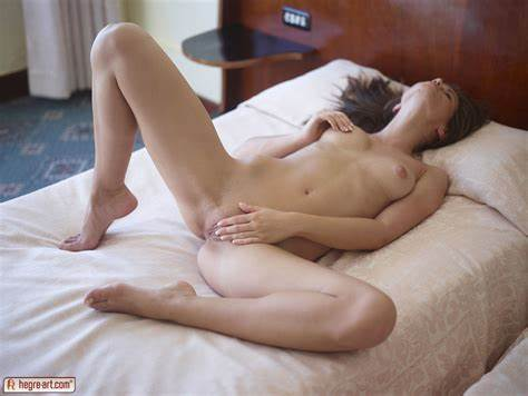 Pleasing Cous Give A Erotic Masturbation The Stunning Miniature Caprice Rubbing On Hegreart