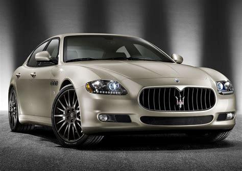 Quelques croquis de la future Maserati Quattroporte ...