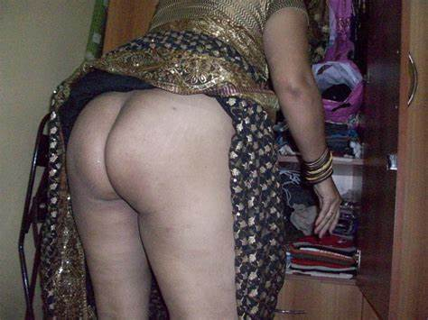 Aunties Shows Her Bald Ass Small Titties Tokyo Donned Saree Reveals Big Gash