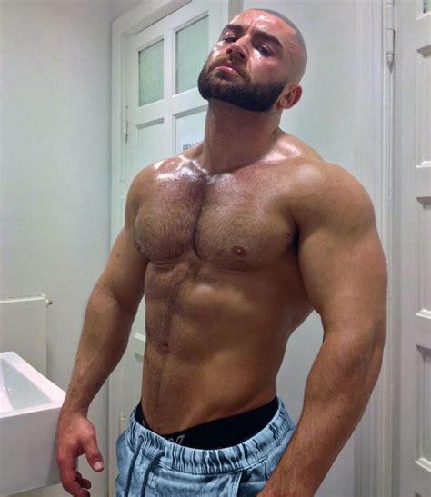 foto de Pin de Vicente Silva em male muscle Sagat Testosterona