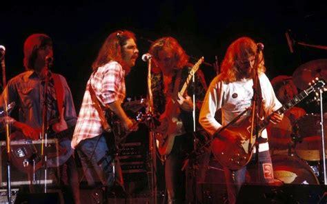 Blues) et dan aykroyd (alias le chanteur et joueur d'harmonica elwood j. Songsplaining: Decoding the Eagles' Signature Song, Hotel ...
