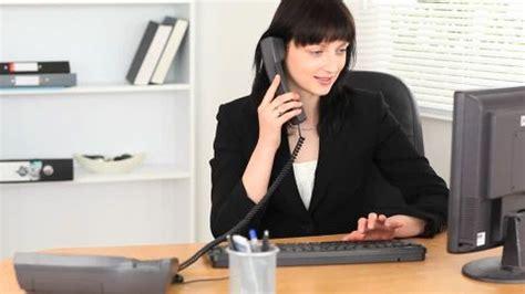 femme au bureau femme d 39 affaires bébé bureau hd stock 524 070 589 framepool rightsmith stock footage