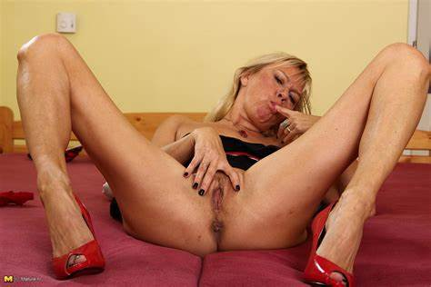 Passionate Milf Plays With Herself