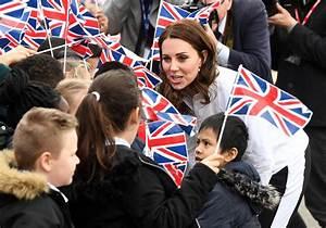 Princess Kate visits children at Wimbledon Junior Tennis ...