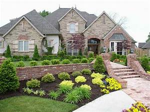 Jackson realtor manalapan realtor howell realtor for Landscape design in front of house