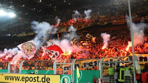 Drittligist dynamo dresden hofft nach mehrtägiger arbeitsquarantäne auf eine rückkehr ins mannschaftstraining am dienstag. Dynamo Dresden BEST OF! - YouTube