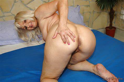 Bbw Granny Gloria Showing Her Booty