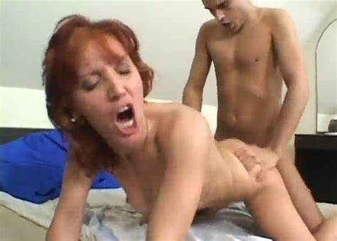 Cam Older Whore Getting Face Banged And