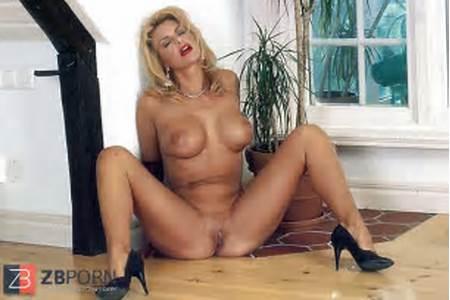 Nude Teen Debbie Video