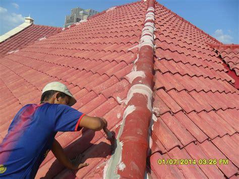 Potong atap karet sekitar 12 inci lebih lebar dan lebih panjang dari area perbaikan. Menambal Atap Seng Boco - Menambal Atap Seng Boco / Eksperiment Pertalite Vs Gabus Bisa Buat Lem ...