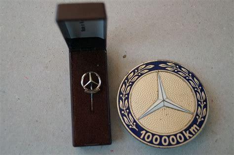 Exclusive reports and current films: Mercedes-Benz - 100.000 km - plaquette en zilveren speld - Catawiki