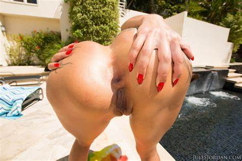 Gigantic Pussy Bella Bellz Relishes Petite Cocks