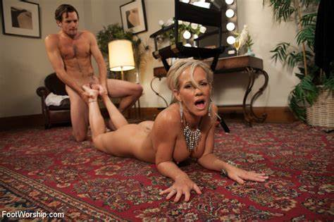 Plays Milfs Feet Worship Play Mother Haunches Worship