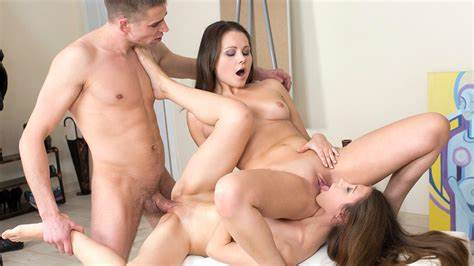 Sweet Group Threesome Couple With Pretty Chicks