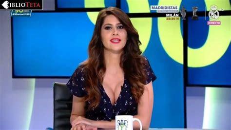 Graciela Álvarez Lobo revienta el botón de su camisa en
