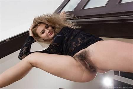 Queen Nude Teen Poses