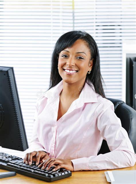 secretaire baise au bureau femme au bureau salope