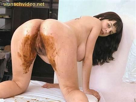 Peeing Nude Teen