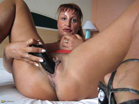Tonisha Play With Her Ebony Dick Toys