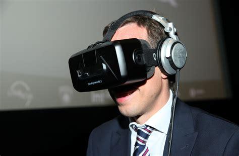 CSDD ar virtuālo realitāti izaicina autovadītājus Liepājā ...
