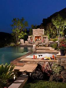 une cheminee exterieure a cote dune piscine design With amenagement petit jardin avec piscine 15 piscine de luxe pour une residence de prestige design feria