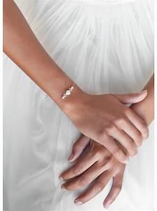 bracelet de mariee quotinnocencequot aux perles nacrees et de With robe pour mariage cette combinaison collier perle mariage