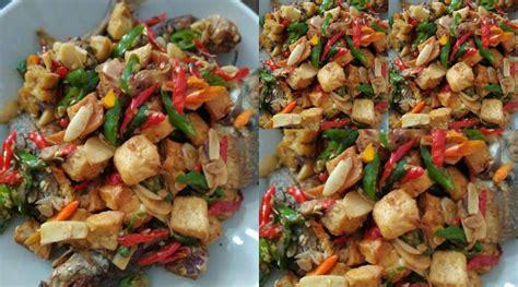 Nah, sekarang anda sudah tahu kan cara membuat masakan tenggiri masak ceng cuan ini.? Ikan Gembung Goreng Siram Tahu Masak Tauco by MamaTama | Resep Masakan Ikan