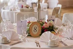 Tischdeko Hochzeit Runde Tische Vintage : runde tische deko platzkarten event und hochzeit blog ~ A.2002-acura-tl-radio.info Haus und Dekorationen