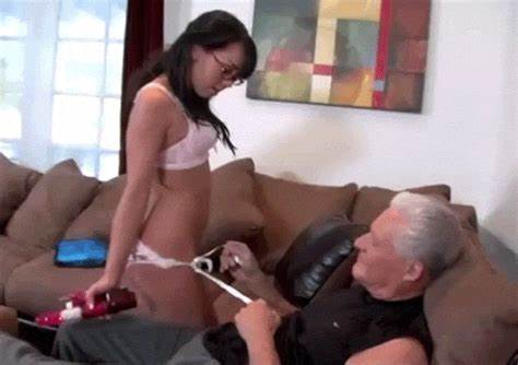 Enjoys To Fucked Get Fine Handjobs