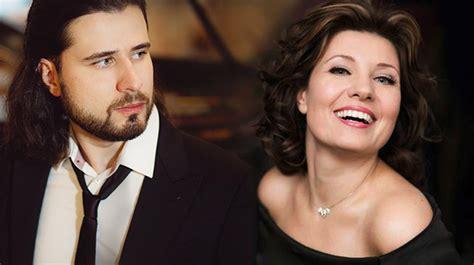 Latviešu mūziķi Marina Rebeka un Andrejs Osokins dzirdami ...