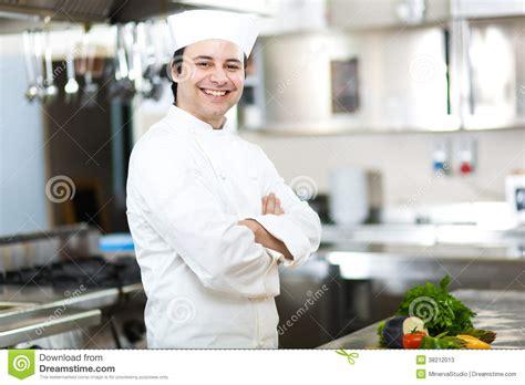salope dans sa cuisine portrait d 39 un chef dans sa cuisine photos stock image