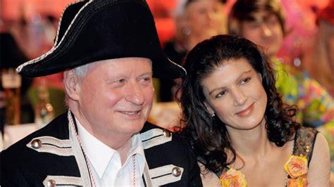 Normalität ist die sehnsucht unserer tage. Sahra Wagenknecht und Co.: Bekannteste Liebespaare in der ...