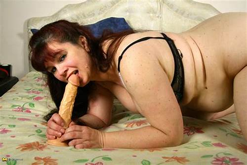 Sloppy Dutch Housewife Playing With Herself #Chubby #Dutch #Housewife #Getting #Ready #To #Play #With #Herself