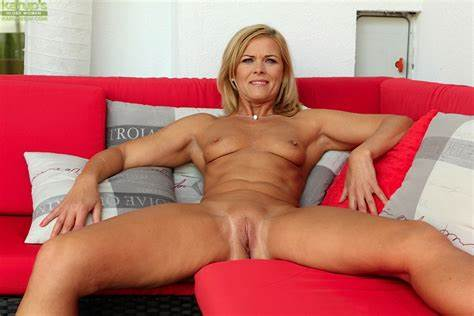 Cam Old Model Fucking Her Analed By Porn Toy Before