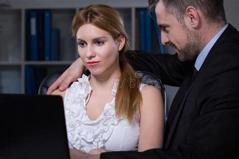 relation sexuelle au bureau relation sexuelle au travail image stock image du