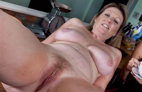 British Old Milf And Male Spycam