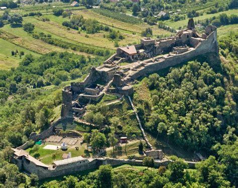 The village was built between and on volcanic hills. Magyar Kaland: Szigliget - Szigligeti vár