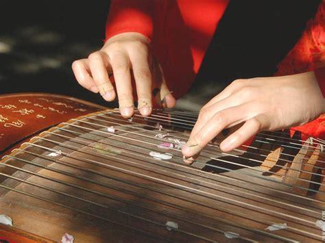 Terdapat perbedaan antara tifa dari maluku dan tifa dari papua, tapi yang jelas, tifa adalah alat musik yang berasal dari indonesia bagian timur. Alat Musik Yang Dimainkan Dengan Menggunakan Listrik Disebut - Coba Sebutkan