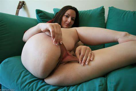 Sexually Nasty Girls Widens Her Hips