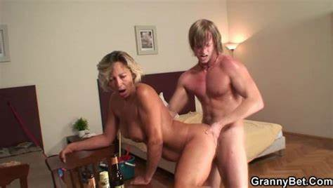 Mommy Slut Tries Pounding By Immature Dude Old Cunt Dicks Women