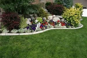 1001 conseils et modeles pour creer une parterre de fleurs With amenagement de jardin avec des pierres 17 la deco exterieure avec une fontaine murale archzine fr
