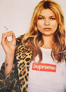 Kate Moss Supreme : supreme x kate moss posters in soho nyc solifestyle ~ A.2002-acura-tl-radio.info Haus und Dekorationen