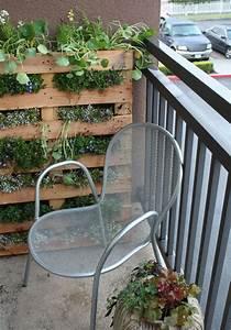 Wohnungen Mit Garten : vertikaler kr utergarten einer palette f r den kleinen balkon van kunstfan t3a6drw apartment ~ Orissabook.com Haus und Dekorationen