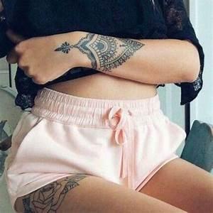 Tatouage Arriere Bras : tatouage mandala sur le poignet poignet et tatouage fleurs sur la cuisse tatouages tattoo ~ Melissatoandfro.com Idées de Décoration